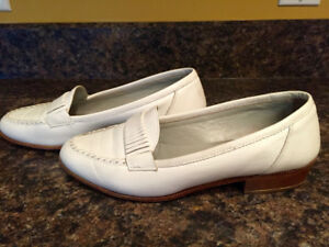 JOAN & DAVID White Leather Classic Shoes
