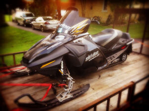 Mach z 1000 - Mint condition - 100+ mph sled Kitchener / Waterloo Kitchener Area image 1