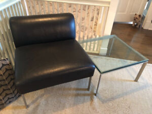 KEILHAUER casual leather chair and side table