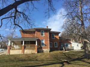 Large, bright, 2 bedroom apartment available March 1