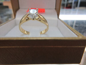 *APPRAISED* 18K Yellow Gold 0.47CT Ladies Solitaire Diamond Ring