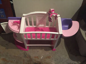 Doll crib and high chair/Basinette et chaise haute pour poupée