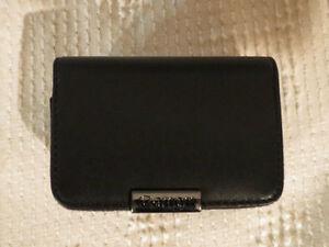 Canon Elph Series S12L Leather Pouch / Pochette pour caméra Elph