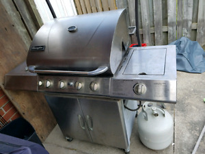 Bbq with 2 propane tanks