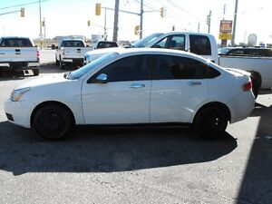 2011 FOCUS SE SEDAN HEATED SEATS AUTO  LOADED  SAFETIED...