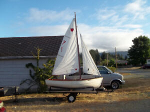 Day sailor, sailing dingy, sail boat with trailer