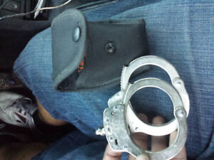 PEARLESS HANDCUFFS FOR SALE ( SAME MODEL USED BY THE TPS)