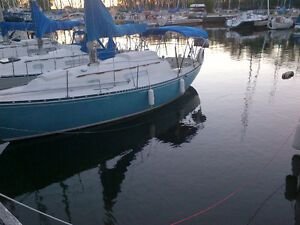 Fully equipped cruising/racing C&C27 Sailboat for sail