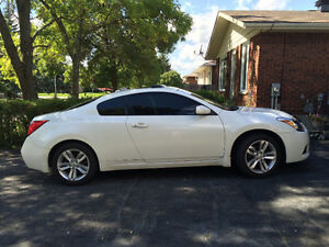 2011 Nissan Altima Coupe (2 door)