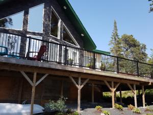 Stunning Cottage, next to Rushing River