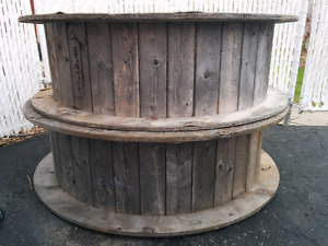 Large Wood Spool /  bobine bois / table / touret