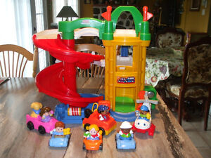 Gros garage Little People  450-994-2242