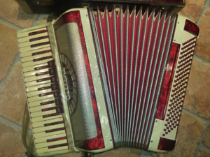 "Cellini full size 18.5"" ACCORDIAN 120keys"
