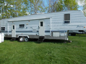 ATTENTION; QUADDERS/SLEDDERS - TOY HAULER FIFTH WHEEL FOR SALE
