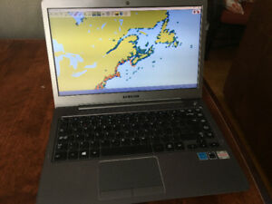 Ordinateur portable avec carte marine Laptop with nautical chart