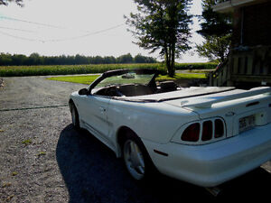 Ford Mustang 1996 convertible blanche West Island Greater Montréal image 2