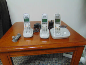 Panasonic wireless phone 3 handset.