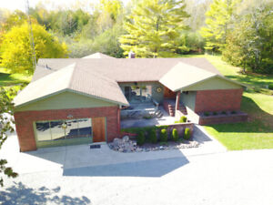 CUSTOM BUILT HOME - OVER 2000 SQ Ft - GREAT AREA!