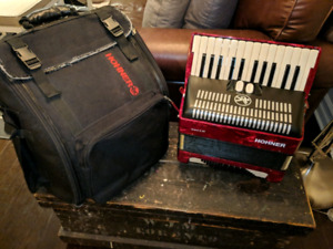 Hohner Bravo 2 accordion