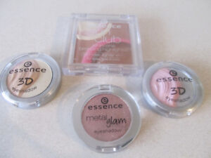 Ensemble de maquillage et 3 etuits a maquillages.