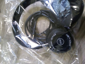 EXCELLENT WORKING CONDITION HEAD PHONES FOR SALE .SRBO-P