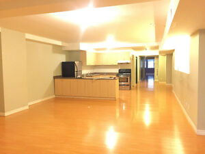 4-Bedroom Apartment Downtown Hamilton - Approx 1800 Sq Ft!