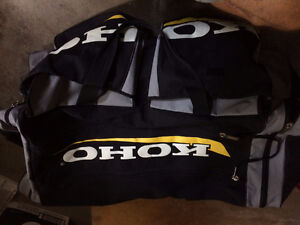 Men's hockey equipment - good condition, in Whitby