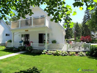 Gorgeous Brights Grove Cottage~Steps to Lake Huron~Sleeps 10!