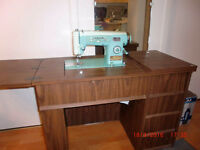 Sewing machine a coudre White and table