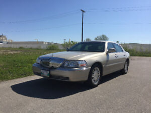 LOW MILEAGE!! 2011 Lincoln Town Car Signature Limited Sedan