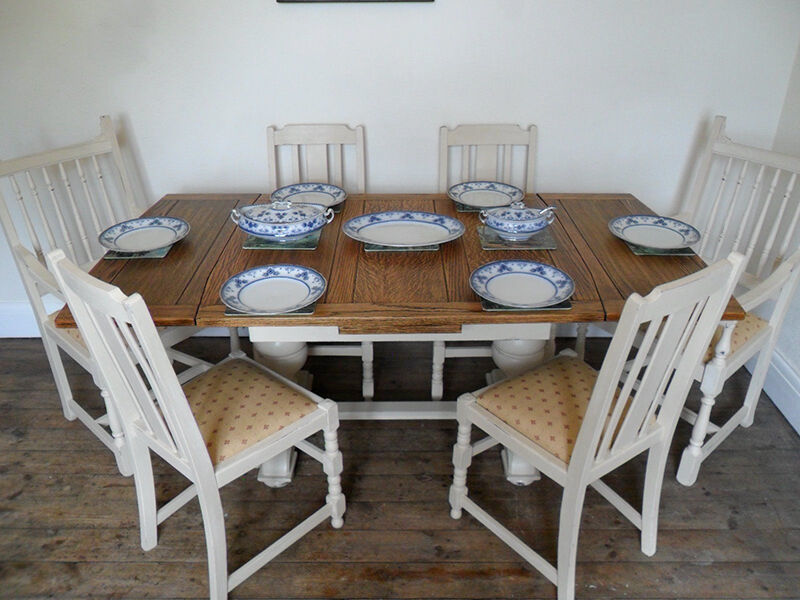 How to Decorate with Antique Oak Tables