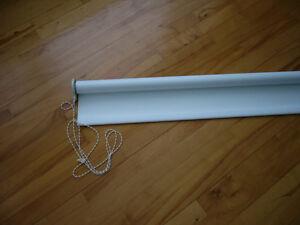 toile blanche sur rouleau avec chaînette