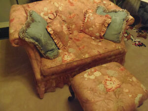 Peachy 4pc settee, LOVELY like new! Sun room, cottage, den! London Ontario image 5