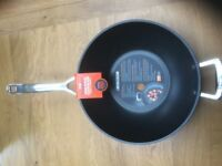 Le Creuset 30cm wok - Brand New & Unused