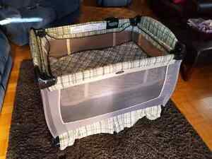 Graco playpen with change table  excellent Kitchener / Waterloo Kitchener Area image 2
