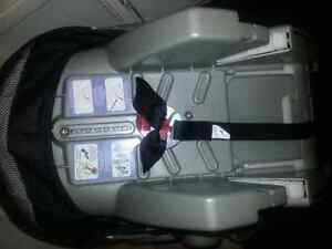 Car seat with support base baby trend Kitchener / Waterloo Kitchener Area image 3