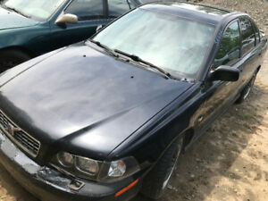 2004 Volvo S40 ** FOR PARTS ** INSIDE & OUTSIDE **