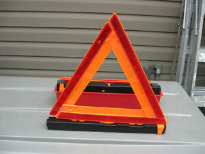 NEW SET OF TRUCKERS FLEETRITE USA ROADSIDE WARNING MARKERS