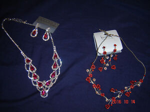 colliers et boucles d'oreilles