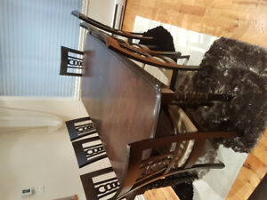 DINING TABLE WITH 8 CHAIRS- SALLE A MANGER AVEC 8 CHAISES