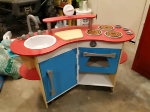 Wooden play toy kids childrens kitchen Melissa and Doug