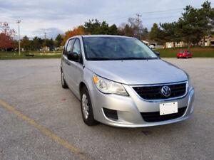2011 Volkswagen Routan Minivan PRICED TO SELL!! LOW KM!!