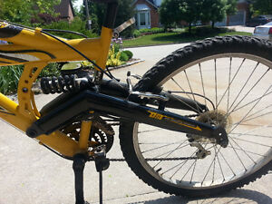 Huffy dual shock mountain bike Windsor Region Ontario image 5