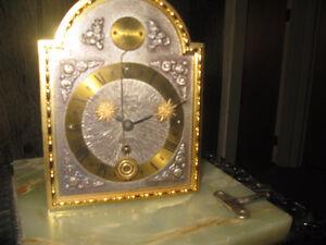 Horloge mécanique à balancier Tempus Fugite.