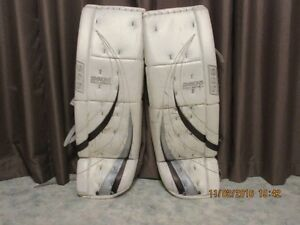 Simmons Custom Pro Goal Pads Moose Jaw Regina Area image 1