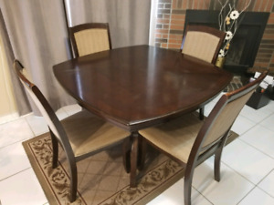 5 peice kitchen or dinning room set
