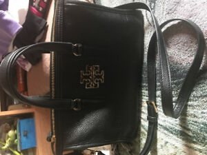 Like new authentic Tory Burch leather purse