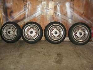 set of 4 tires 215/70r15 Motomaster SE on 1994 Lincoln rims