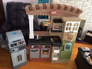 Little tikes kitchens  and bbq with accessories