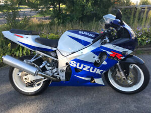 Beautiful 2002 GSXR 750 for sale